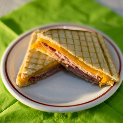 Grilled cheese kemencés sonkával