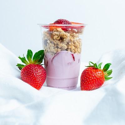Epres joghurt parfé